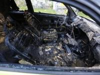 20163008 Auto volledig uitgebrand Troelstraweg Dordrecht Tstolk 003