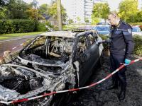 Achtergelaten auto uitgebrand op Nagtegaalplaats Dordrecht