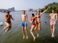 Jeugd geniet van tropische dagen Wantij Dordrecht