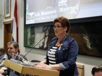 Mevrouw S.M. Wemmers-Wanrooij BVD benoemd tot lid in de orde van Oranje Nassau stadhuis Dordrecht