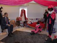 Ammanschool en jarige burgemeester bezoeken Hotel Pepernoot