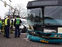 Bestelwagen rampt Arrivabus Dordrecht