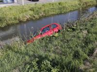 Auto te water geraakt bij de Zuidendijk Dordrecht