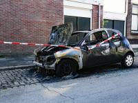 Auto volledig verwoest door brand Mauritsweg Dordrecht