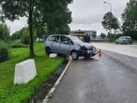 Auto uit bocht gevlogen Aquamarijnweg Dordrecht