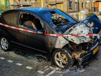 09102021-Auto-volledig-uitgebrand-voor-politiebureau-PA-de-Genestetstraat-Dordrecht-Tstolk