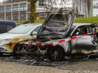 Auto volledig verwoest aan de Van Eedenstraat in Zwijndrecht
