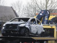 Auto uitgebrand Suze Groeneweg erf Dordrecht