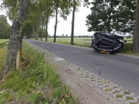 20171206 Automonbilist botst tegen boom Papendrecht Tstolk 002