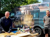 Barbecue-expert demonstreert de Smokey Bandit