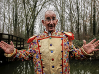 Ton Sorensen in nieuw carnavalskledij Dordrecht
