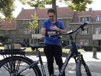 Beroofde Armando komt gratis e-bike ophalen bij Dordtse fietsenw
