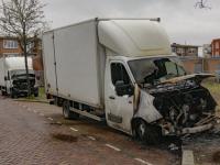 Vrachtwagentjes uitgebrand in Vogelbuurt