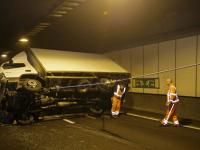 Bestelwagen gekanteld Drechttunnel A16