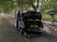 Bestelwagen volledig uitgebrand Colijnstraat Dordrecht