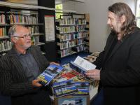 Lokale schrijvers schenken  De Biesbosch in de Tweede Wereldoorlog aan AanZet Dordrecht