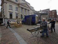 Opbouwen van filmopnames stadhuisplein Dordrecht