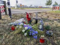 Bloemen voor omgekomen Dordtenaar bij ongeluk in Moerdijk