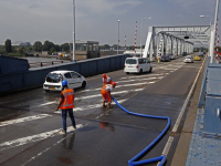 Stadsburg tussen Dordt en Zwijndrecht wordt gekoelt vanwege de hitte Dordrecht