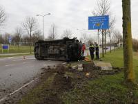 Busje op zijn kant Dordrecht