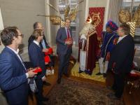 Burgermeester en wethouders op bezoek bij Sinterklaas