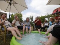 Afkoelen met de voetjes in een bad Parkhuis Dordrecht
