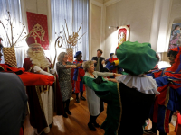 20172111-Burgemeester-en-wethouders-dansen-met-Sinterklaas-Dordrecht-Tstolk