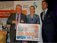 20180801-Dermatoloog-Suzan-Reeder-ontvangt-de-TopASz-Ward-Dordrecht-Tstolk