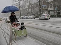 Sneeuwoverlast in Krispijnseweg Dordrecht