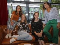 Groepsfoto van de vier dames van Dordt op de Kaart Dordrecht