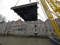 Eerste deel Engelenburgerbrug op transport