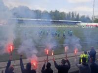 20170405 FC Dordrecht-fans steunen ploeg tijdens belangrijke week Krommedijk Dordrecht Tstolk 001