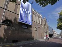 Groots werk van Jan vd Ploeg schittert aan gevel Museum