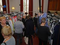 Burgemeester opent feestelijk de kledingbeurs