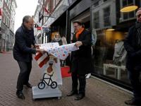 20180902 Fiets aan hand midden voorstraat Dordrecht Tstolk