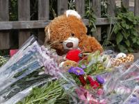 Bloemen en Knuffels zijn stille getuigen van trieste gebeurtenis in Sterrenburg Dordrecht