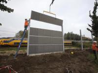 Geluidsscherm geplaatst langs spoorlijn Leerparkpromenade Dordrecht