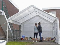Knuffels en kaarsjes voor woning Cremerstraat Papendrecht