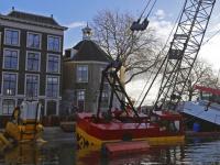 Gemeente start met berging van hijskraan en ponton Maartensgat Dordrecht
