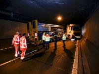 Geschaarde truck in Drechttunnel