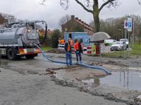 Gesprongen rioolpersleiding bij Doctor Boutensstraat