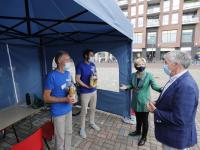 Mobiele coronavaccinatie-unit van de GGD prikbus Markt Papendrecht