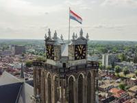 Nederlandse vlag op gebouwen Dordrecht vanwege 19 juli eerste vrije statenvergadering Dordrecht