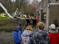 Hulpdiensten halen persoon uit woning