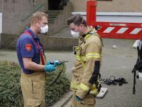 Hulpverleners dragen mondkapjes