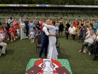 20170607 Bianca en Erik trouwen op de middenstip van FC Dordrecht Krommedijk Dordrecht Tstolk