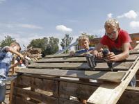 20171408 Kinderen bouwen hutten Gemeentewerf papendrecht Tstolk 003