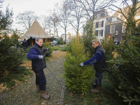 Opbouwen van grootste kerstmarkt van nederland in volle gang Dordrecht