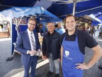 Wethouder bezoekt de vrijdagmarkt Dordrecht