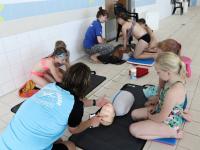 28072021 Kinderen krijgen les in reanimeren Sportboulevard Dordrecht